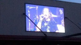 That's Johnny Van Zant, man!