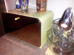 Our collection of retro kitchen items is growing.