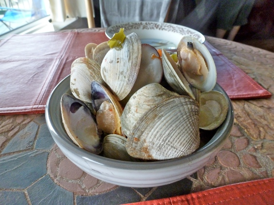 Steamer clams cooked in an electric skillet? Yes, please!