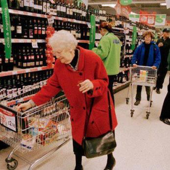 old-lady-shopping-11-21-2012